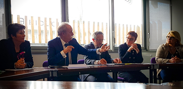 Bernard Stalter (Président CMA France) et Jean-Pierre Gros (Président CRMA Nouvelle-Aquitaine) avec, de gauche à droite, Nathalie Gauthier, Karine Desroses, et Nathalie Laporte, Présidentes des CMA 79, 86, CMAI et Vice-présidentes CRMA.