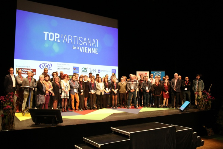 L'ensemble des lauréats sur la scène de l'Angelarde