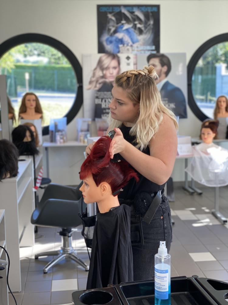 Olympiades des Métiers & coiffure : Chloé Javerliac et Lucie Léglise sur le podium