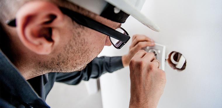 Travaux à domicile : les artisans du bâtiment doivent annoncer leur tarif sur internet