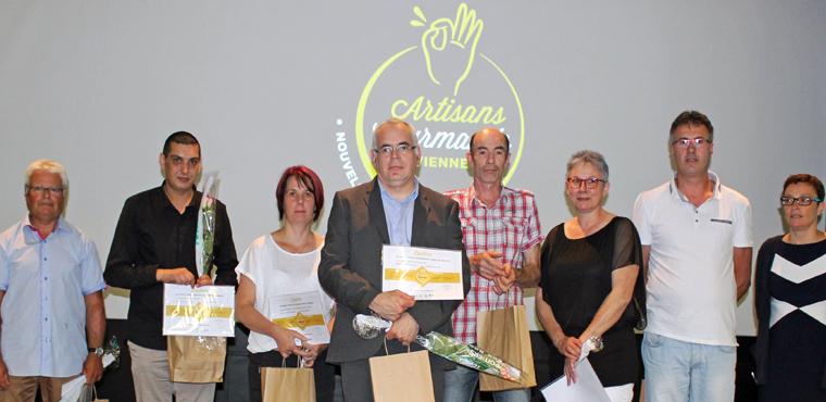 La Présidente Karine Desroses (à dr. sur la photo)  aux côtés des 6 lauréats Viennois.