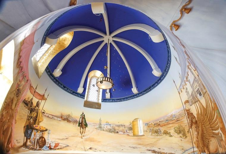 Détail de la fresque de style oriental réalisée par Isabelle Arpagian dans une chapelle de Haute-Vienne